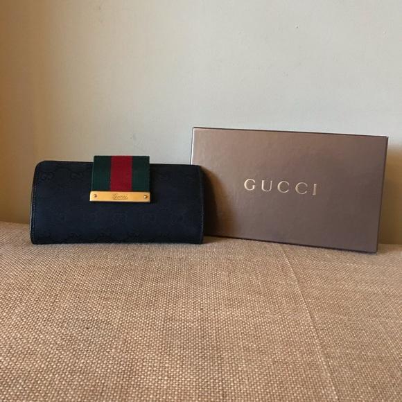 2b3dcd8a8fa7 Gucci Bags   Signature Web Wallet Double Gg   Poshmark